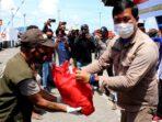 Pemprov Sulawesi Utara (Sulut) membagikan sembako kepada warga yang terdampak Covid-19 kepada masyarakat di Kabupaten Sitaro