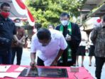 Gubernur Sulawesi Utara Olly Dondokambey menghadiri peresmian pastori GMIM Getsemani Madidir