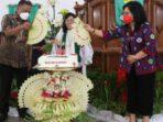 Gubernur Sulawesi Utara Olly Dondokambey didampingi istri tercinta Ketua TP PKK Sulut Ibu Rita Dondokambey-Tamuntuan hadiri ibadah syukur HUT ke-33 Jemaat GMIM Viadolorosa Kairagi Dua