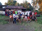 Relawan Sahabat JG berikan bantuan perangkat bola volley
