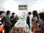 Wakil Gubernur Sulawesi Utara Steven O.E. Kandouw bersama jajaran Pemprov Sulut saat menghadiri ibadah penghiburan atas meninggalnya almarhumah Priska Elianti Silangen.