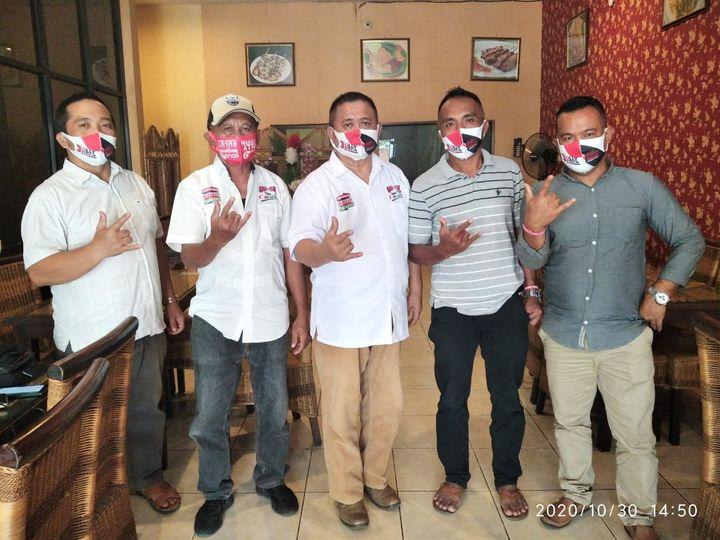 Firasat Mokodompit bersama Tim Relawan Sahabat Olly-Steven