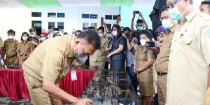 Gubernur Sulawesi Utara Olly Dondokambey meresmikan Gedung Kuliah Terpadu Politeknik Negeri