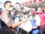 Peringati May Day, Gubernur Olly Bantu Sembako Bagi Para Buruh