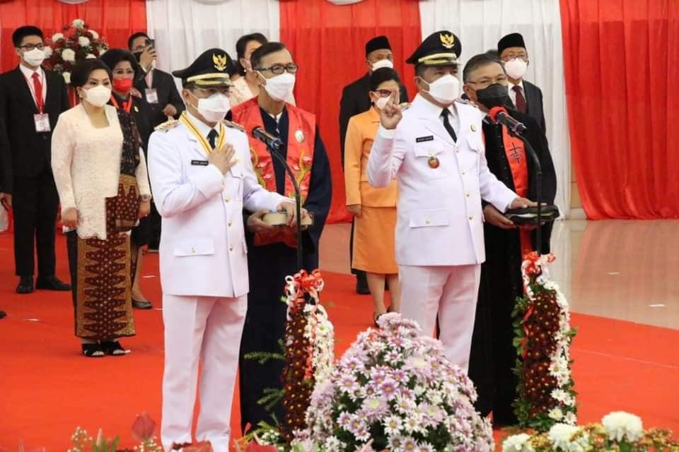 Gubernur Sulawesi Utara (Sulut) Olly Dondokambey resmi melantik Andrei Angouw sebagai wali kota Manado dan Richard Sualang sebagai wakil wali kota Manado dengan masa kepemimpinan selama tiga tahun, 2021-2024