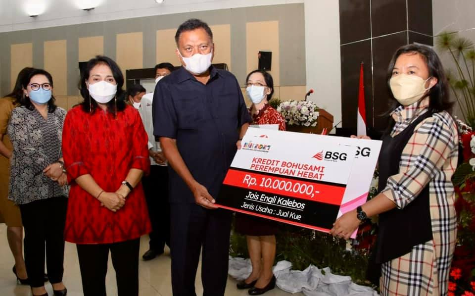 Menteri RI P3A Bintang Puspayaoga bersama Gubernur Sulawesi Utara (Sulut) Olly Dondokambey